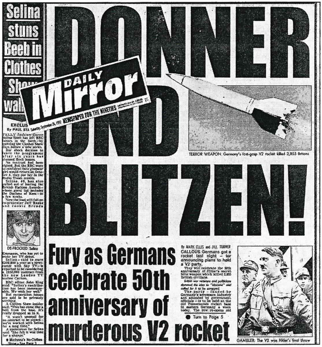 """Die Empörung über die geplante Gedenkveranstaltung der """"mörderischen V2-Rakete"""" schaffte es 1992 beim """"Daily Mirror"""" sogar auf die Titelseite. """"Daily Mirror"""", London, 26.09.1992  (HTM Peenemünde, Archiv)"""