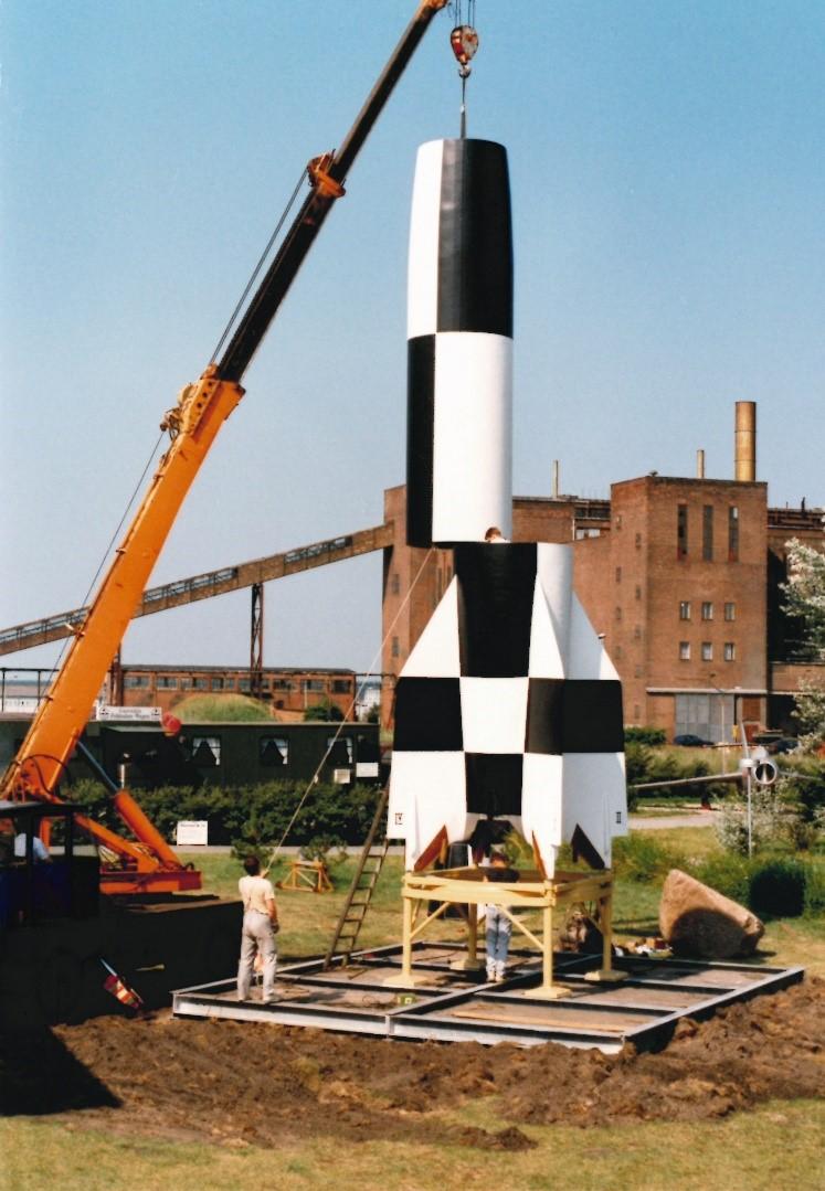 Aufbau des Raketenmodells im Jahr 1995. Foto: Harald Tresp, 1995 (HTM Peenemünde, Archiv)