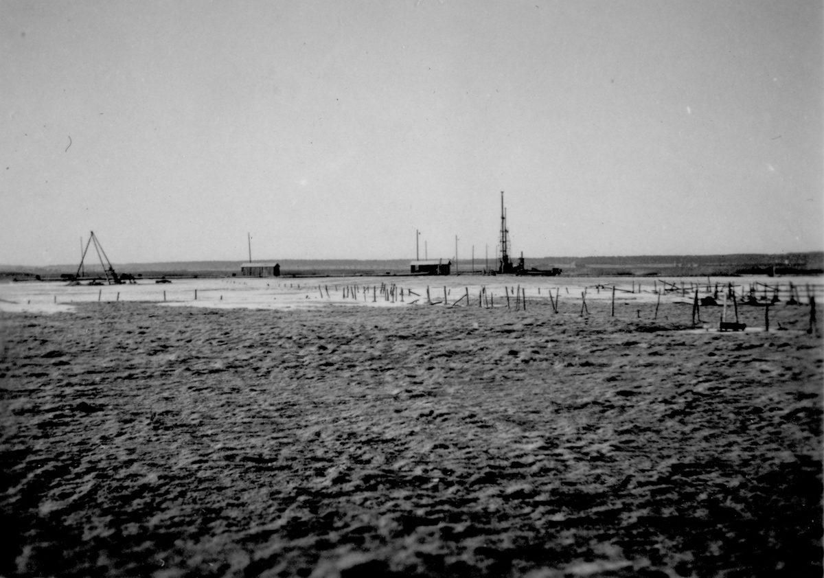 Blick auf das Gelände Richtung Peenestrom vor Baubeginn im Januar 1940. In der Mitte noch vereister und überschwemmter Boden. Foto: Bauleiter Josef Greiner, Peenemünde, 1940 (HTM Peenemünde, Archiv)