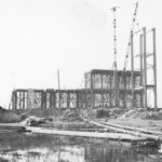 Blick auf die Baustelle des Grundgerüstes im Oktober 1940 – im Vordergrund noch sumpfiges Gebiet, das noch nicht aufgespült wurde. Foto: Bauleiter Josef Greiner, Peenemünde, 1940 (HTM Peenemünde, Archiv)
