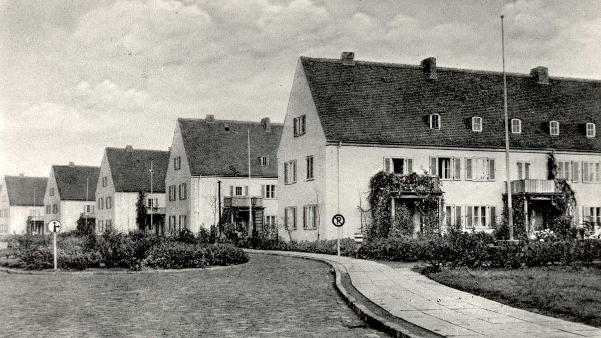 Beispielbilder für die gebauten Reihenhäuser in der Hindeburgstraße, 1937-1943. (HTM Peenemünde, Archiv)