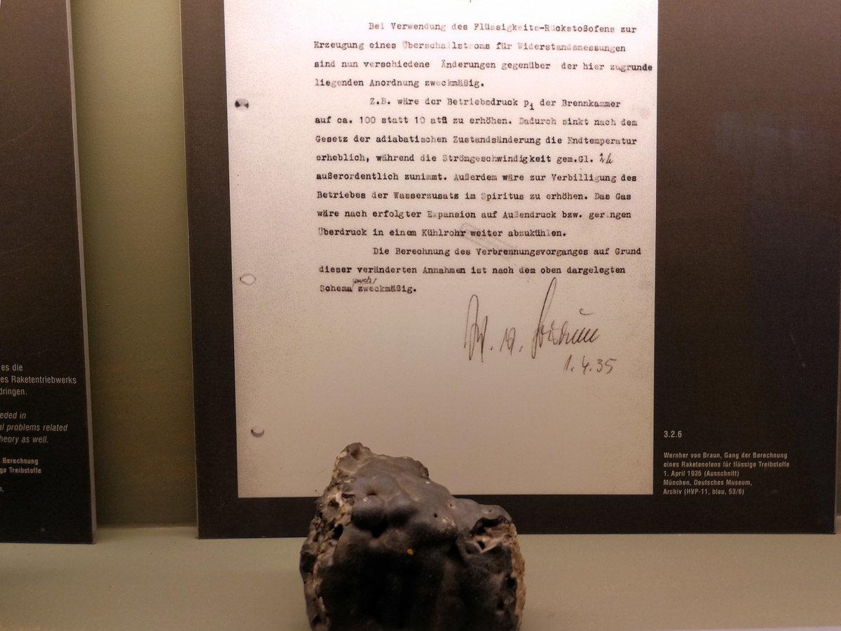 Fragment eines Raketenofens aus dem Jahr 1933, welcher durch eine Explosion stark verformt wurde. (HTM Peenemünde, Archiv)