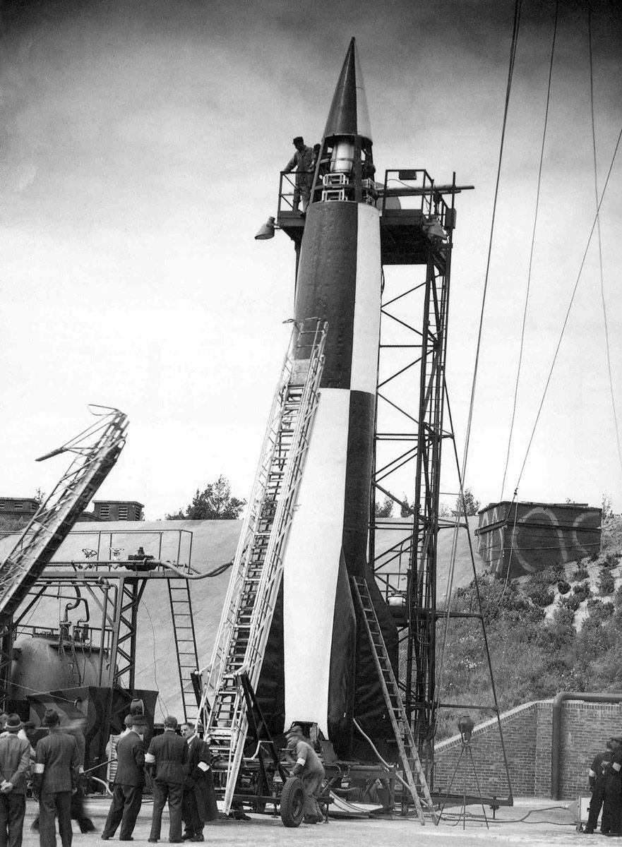 Letzte Vorbereitungen zum Start einer A4-Rakete vom Prüfstand VII. (HTM Peenemünde, Archiv)