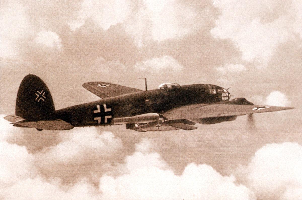 Ein deutsches Bombenflugzeug vom Typ He-111, mit dem Dewjatajew 1945 aus Peenemünde flüchten konnte. Foto 1944, Stüwe-Archiv (HTM Peenemünde, Archiv)